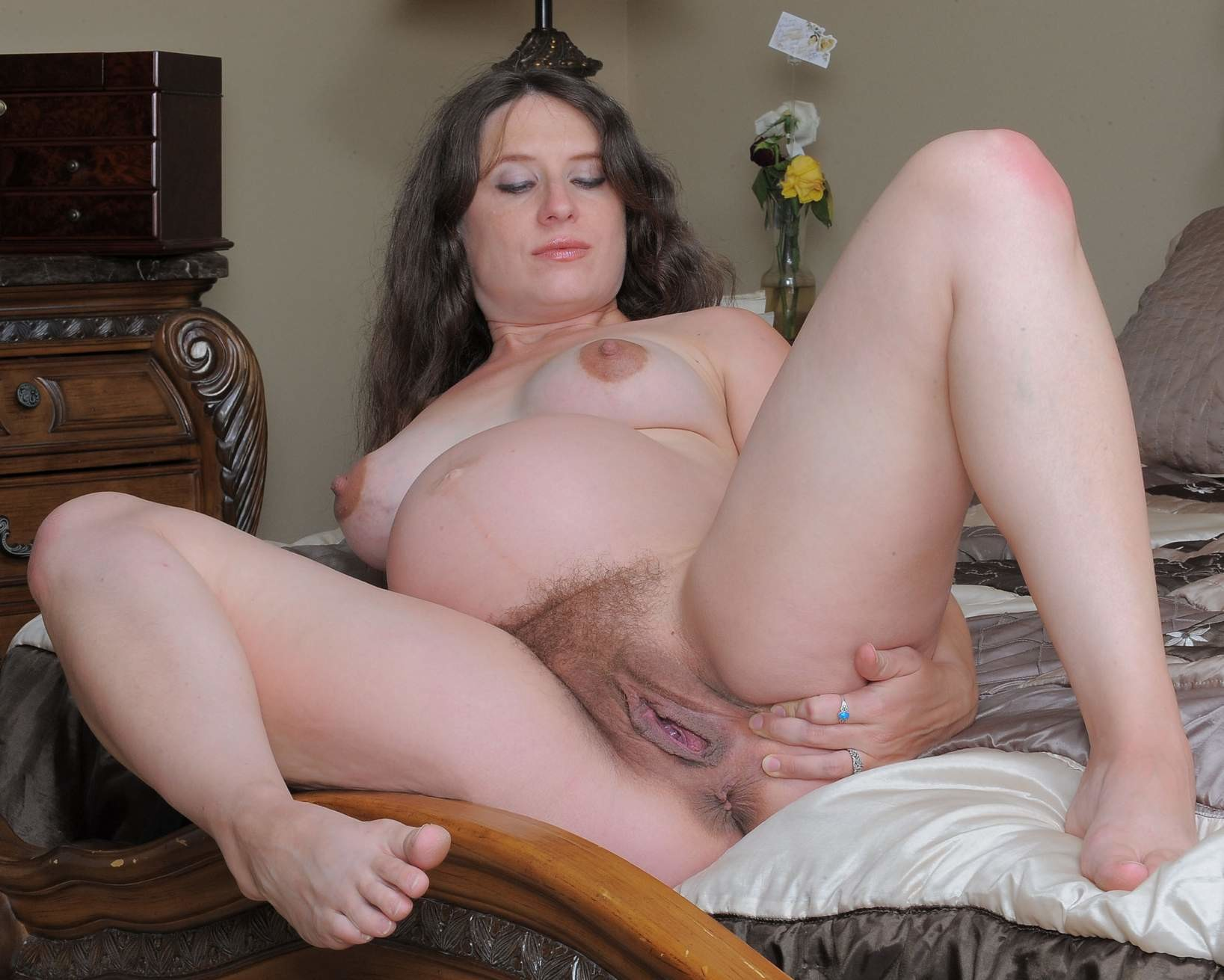 Amateur moms hairy pussy