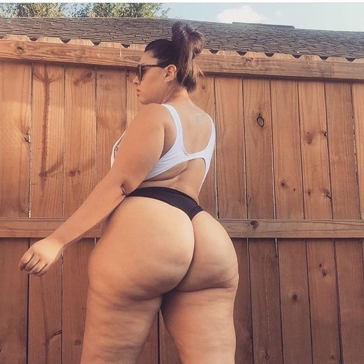 Thick white girl booty pics